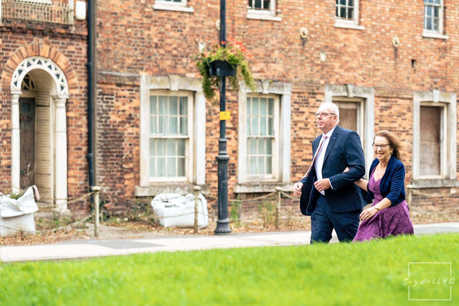 Lincoln Wedding Photography + Spilsby Church Wedding Photographer + Wedding guests arrive for the Lincoln Church Wedding